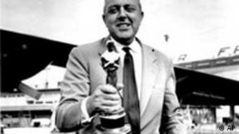 Jacques Tati mit Oscar (Foto: AP Photo)