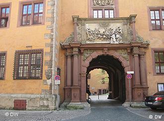 Tor zum im Innenhof der Juristischen Fakultät Würzburg (Foto: DW)