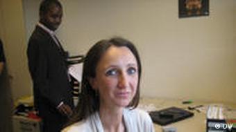 Karin Linhart am Arbeitsplatz (Foto: DW)