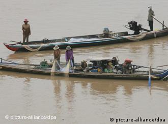 Fischerbott im Mekong in der Nähe der kambodschanischen Hautpstadt Phnom Penh (Foto: picture alliance / dpa)