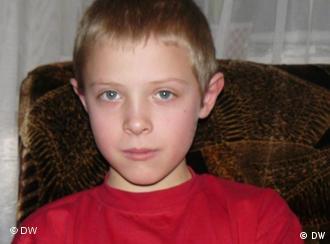 Ilja ist 10 Jahre alt, lebt in Weißrussland, war als Tschernobyl-Kind im Sommer 2010 in Wipperführt.; Dezember 2010 Putki (Weißrussland); Copyright: DW/Olga Kapustina