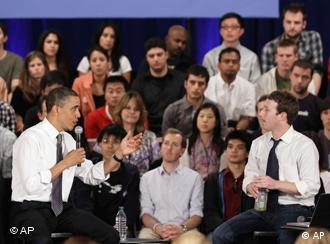 Barack Obama zu Gast bei Facebook mit Mark Zuckerberg (Foto: AP)