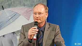 Sven Plöger Meteorologe und Wettermoderator bei einem Vortrag auf dem Extremwetterkongress in Hamburg vom am 12.04.2011 (Foto: DW /Fabian Schmidt)