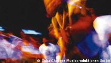 Auftritt einer lateinamerikanischen Band in einem nicht benannten Club, undatiertes Pressefoto, (c) Cuba Chevere Musikproduktionen GmbH.