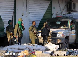 نیروهای نظامی هوادار معمر قذافی در شهر مصراتهی لیبی