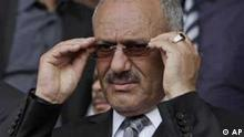 Yemeni President Ali Abdullah Saleh reacts during a rally supporting him, in Sanaa,Yemen, Friday, April 22, 2011. Opponents and supporters of Yemen's embattled president are marching in cities and towns across the nation for rival rallies after Friday prayers. (Foto:Muhammed Muheisen/AP/dapd)