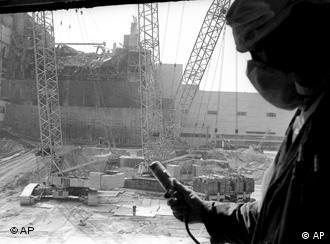 Midiendo la radiactividad en Chernóbil. (Foto de 1986)