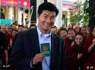 Legal expert Lobsang Sengey, has won the election to become head of the Tibetan government-in-exile
