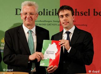 Kretschmann and Schmid with the coalition agreement