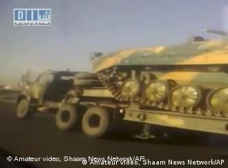 In this image taken from amateur video posted on the Internet by Shaam News Network, Wednesday April 27, 2011, showing a long line of Syrian army transporters carrying military tanks and armored vehicles on the main Amman Highway close to Izra towards Daraa, Syria. The Syrian army sent more tanks and reinforcements into the tense southern city of Daraa on Wednesday, as part of a widening crackdown against opponents of President Bashar Assad's authoritarian regime. The continuous seemingly unedited video, is filmed from the window of a fast moving car as it passes the military convoy said to be heading towards Daraa. (Foto:Amateur video, Shaam News Network/AP/dapd) SNN logo at top left - THE ASSOCIATED PRESS HAS NO WAY OF INDEPENDENTLY VERIFYING THE CONTENT, LOCATION OR DATE OF THIS VIDEO IMAGE.