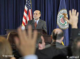 Federal Reserve Chairman Ben Bernanke speaks during a news conference at the Federal Reserve in Washington, Wednesday, April 27, 2011. (Foto:Susan Walsh/AP/dapd)