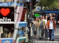 Ein Blick auf den Kurfürstendamm am (27.04.2011) in Berlin. 125 Jahre Kurfürstendamm feiert Berlin ab dem 05.05.2011. Der legendäre