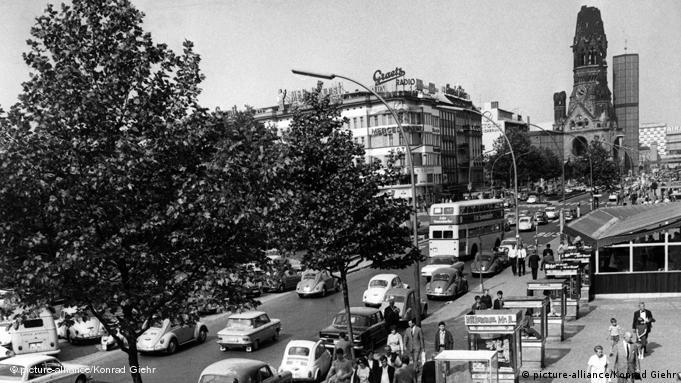 Курфюртсендамм в зеракле времени: вид улицы в 1966 году