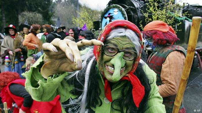 Witch with a green face (Photo: AP Photo/Frank Drechsler)