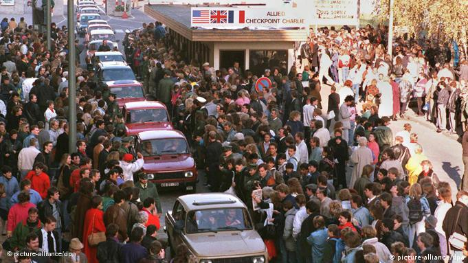 A column of Eastern German cars heads to West Germany the day after the Wall fell Photo: Picture Alliance