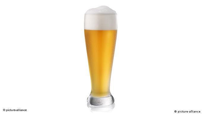 Высокий бокал - так называемый ''тюльпан - для пшеничного пива (Weizenbier)