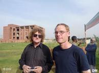 جرمن ماہرینِ تعمیرات آرنے ٹوئنی سن اور ڈاکٹر نوربرٹ پنچ لاہور میں 29 اپریل کو اپنے تعمیراتی منصوبے متعارف کرواتے ہوئے