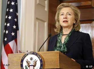 Secretary of State Hillary Rodham Clinton makes a statement regarding the death of Osama bin Laden, Monday, May 2, 2011, at the State Department in Washington. (Foto:Jacquelyn Martin/AP/dapd)