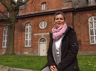 Inga Boltz vor der Nikolaikirche