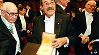 Günter Grass mit Nobelpreis
