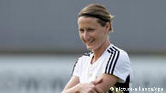 Mittelfeldspielerin Sonja Fuss interessiert sich als Architektin auch für Umweltthemen. Foto: Rolf Vennenbernd