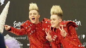 Irish hopefuls Jedward at the post semi-final press conference after Ireland were selected for Saturday's grand final. Ort: Düsseldorf, Datum: Mai 2011, Fotograf: Dave Goodman (FMA der DW)