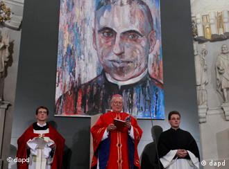 Priests in front of picture of Häfner