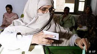 A Pakistani woman casts her vote (Photo: AP Photo/K.M.Chaudary)