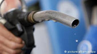 Symbolbild Preisabsprache Tankstelle Benzinpreis Preis Benzin Diesel