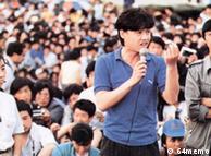 """""""89学运""""时在天安门广场上的吾尔开希(中)、柴玲(左)、王丹(右)"""