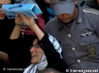 نسرین ستوده، وکیلی که به دلیل دفاع از زندانیان سیاسی و حقوق زنان در زندان به سر میبرد