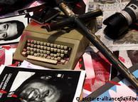 آمار «کمیته حمایت از روزنامهنگاران»  میگوید که از سال ۱۹۹۴ تا پایان سال ۲۰۱۱ میلادی، دستکم ۱۲۷ روزنامهنگار و وبنگار در این کشور به دست کارتلهای موادمخدر به قتل رسیدهاند.