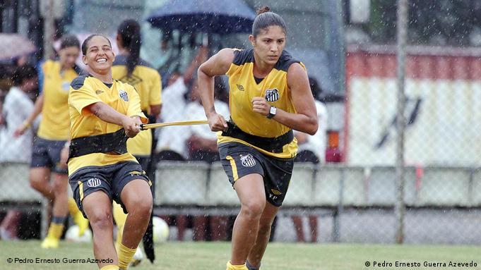 Jugadoras del Santos FC en pleno entrenamiento