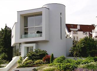 Euromaxx ambiente moderne stadtvilla in wiesbaden for Moderne villen deutschland