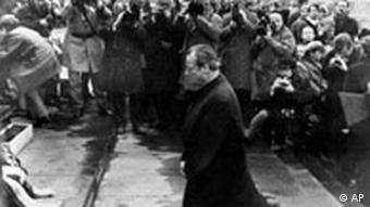 Willy Brandt kniet in Warschau