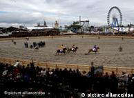 Oktoberfest në Mynih. Pamje nga garat me kuaj që zhvilloheshin dikur