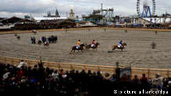 Historisches Pferderennen auf dem Oktoberfest in München im Jahr 2010
