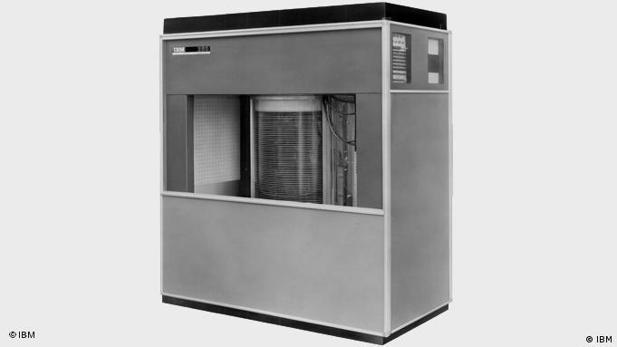 IBM Festplattenlaufwerk von 1956 (Foto: IBM)