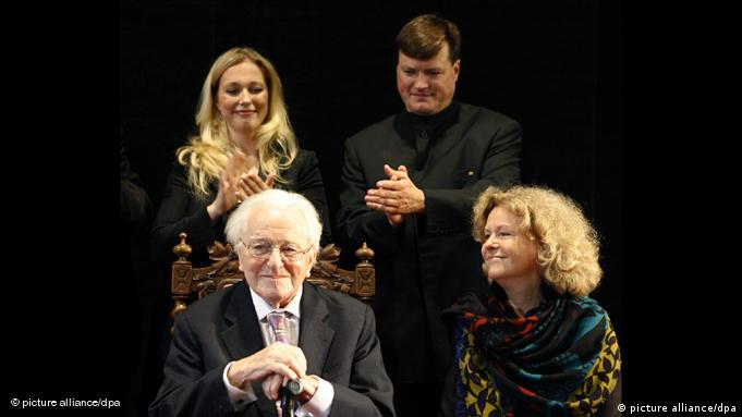 Katharina Wagner, Christian Thielemann and Eva Wagner-Pasquier applaud Wolfgang Wagner before a black backdrop
