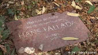 Grab von Hans Fallada in Carwitz (Foto: DW / Sven Kästner)