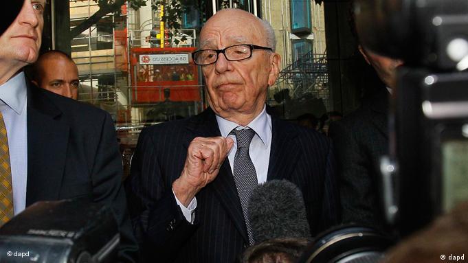 Rupert Murdoch nach Treffen mit den Eltern der ermordeten Milly Dowler in London Flash-Galerie