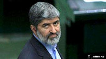علی مطهری، نماینده تهران در مجلس، استفاده از شعار زنده باد بهار را عوامفریبی میداند