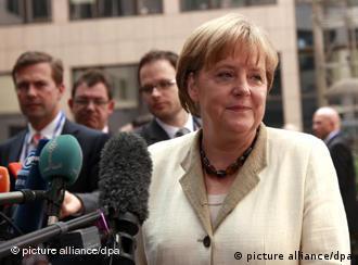 آنگلا مرکل صدراعظم آلمان، پشتیبانی سرسخت کمک به یونان