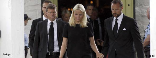 NO FLASH!!! Norway's Crown Prince Haakon, right, and his wife Mette-Marit leave the church after a memorial service in Norderhov, Norway, Sunday, July 24, 2011. A Norwegian dressed as a police officer gunned down at least 84 people at an island youth retreat before being arrested, police said Saturday. Investigators are still searching the surrounding waters, where people fled the attack, which followed an explosion in nearby Oslo that killed seven. (Foto:Frank Augstein/AP/dapd)