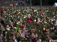 U Oslu se u ponedjeljak, 25. jula 2010., okupilo više stotina hiljada ljudi koji su na taj način željeli da odaju počast žrtvama napada
