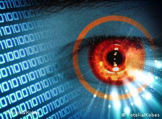 multimedia; medien; grid; raster; network; contact; connection; portal; technology; technik; moderne; hightech; programm; pc; software; code; monitor; lesen; ziffern; zukunft; internet; entwicklung; peripherie; computer; rechner; rechnen; denken; leben; script; speicher; netzwerk; verbindung; anschluss; leuchten; blau; kreis; ziel; modern; orange; iris; auge; sicherheit; security; optisch; optik; schauen; beobachten; abwarten; virus; schützen