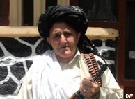 بیبی حکمینه نه تنها بخاطر عقاید سیاسیاش، بلکه بخاطر ظاهر غیرمعمولش در افغانستان به شهرت زیادی دست یافته است.