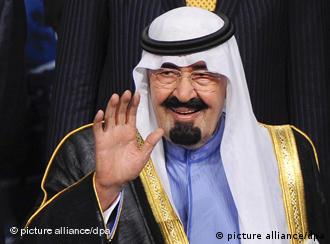 epa02859585 (FILE) A file photo dated 27 June 2010 shows Saudi Arabian King Abdullah bin Abdulaziz Al Saud waving during the family photo session at the G20 Summit in Toronto, Ontario. King Abdullah bin Abdel Aziz announced late 07 August 2011 that he would recall the kingdom's ambassador from Syria for 'consultations' and called on Damascus to implement swift and all-out reforms. The Syrian government is under mounting international pressure to halt a deadly crackdown on pro-democracy protests. Syrian human rights groups say that more than 1,650 people and 390 security personnel have been killed in the protests since they began in mid-March. EPA/TANNEN MAURY