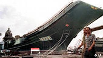 Варяг у порту Миколаєва. Архівне фото, 1997 р.