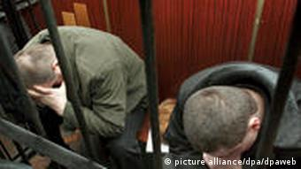 Former Ukrainian policemen Nikolay Protasov (L) and Valeriy Kostenko sit on the dock during trial beginning in Kiev's appeal court on Monday, 09 January 2006. Protasov, Kostenko and Aleksandr Popovich (not pictured) are accused of killing Ukrainian journalist Georgy Gongadze. The murder of Gongadze, whose headless corpse was uncovered in a shallow grave near Kiev one month after his disappearance in September 2000, has been described as UkraineÑs most notorious criminal case. Gongadze disappeared 16 September 2000 and the Ukrainian opposition at that time, blamed former President Leonid Kuchma and triggered mass rallies across the Ukraine. EPA/SERGEY STAROSTENKO +++(c) dpa - Bildfunk+++ dpa 8003523